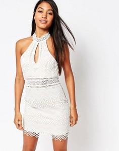 Платье мини с высоким воротом и вырезом капелькой Love Triangle - Кремовый