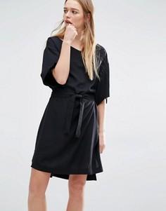 Платье в стиле кимоно с запахом Weekday - Черный