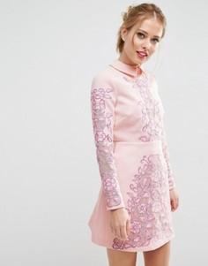 Короткое платье-трапеция с вырезным узором ASOS SALON - Розовый