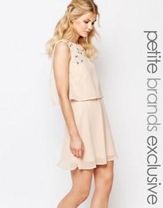 Короткое приталенное платье 2-в-1 с отделкой True Decadence Petite - Розовый