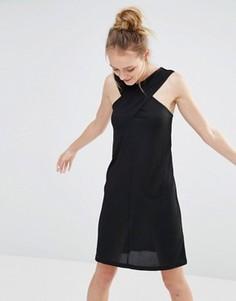 Платье в рубчик с перекрестным дизайном спереди Monki - Черный