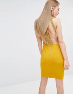 Облегающее платье мини с высокой горловиной и золотистой отделкой TFNC - Желтый