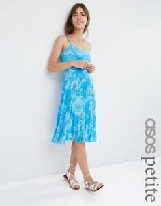 Синее плиссированное платье миди с цветочным принтом ASOS PETITE - Синий