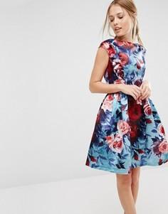Короткое приталенное платье без рукавов с цветочным принтом Closet - Мульти