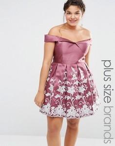 Платье для выпускного с вырезом лодочкой и вышивкой Chi Chi London Plus - Розовый