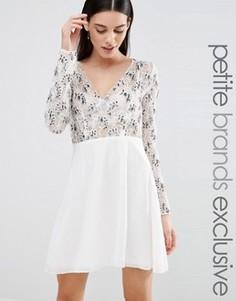 Короткое приталенное платье с длинными рукавами и глубоким вырезом Maya Petite - Кремовый