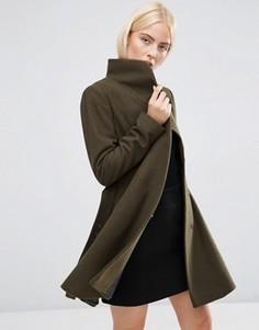 Короткое расклешенное пальто с воротником-трубой ASOS - Зеленый