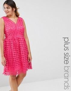 Платье для выпускного с декольте и сетчатым верхним слоем Lovedrobe Premium - Розовый