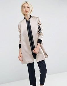 Атласная расклешенная куртка-пилот ASOS - Розовый