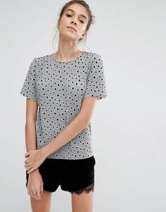 Плиссированная футболка в горошек Glamorous - Серый