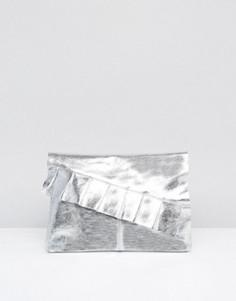 Кожаный клатч металлик с оборкой ASOS - Серебряный