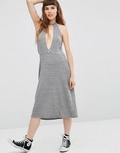 Платье-халтер с глубоким вырезом спереди NYTT Elysia - Серый