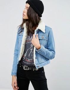 Синяя укороченная джинсовая куртка на подкладке борг ASOS - Синий