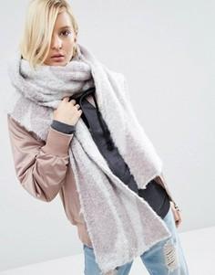 Пушистый oversize‑шарф в стиле 70‑х ASOS - Серый