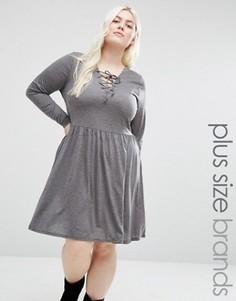 Короткое приталенное платье из трикотажа со шнуровкой спереди Brave Soul Plus - Серый