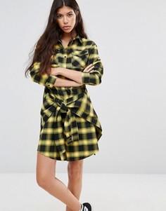 Платье-рубашка в клетку с завязкой на талии Boohoo - Желтый