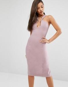 Платье миди с глубоким вырезом и металлическим кольцом Lavish Alice - Розовый