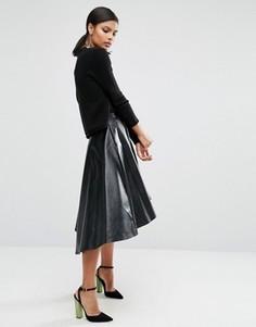 Короткая расклешенная юбка из искусственной кожи ASOS - Черный