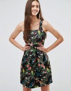 Короткое приталенное платье с цветочным принтом Darling - Черный