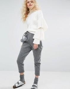 Укороченные брюки с меховыми помпонами I Love Friday - Серый