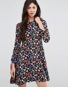 Платье-трапеция с цветочным рисунком Yumi - Черный