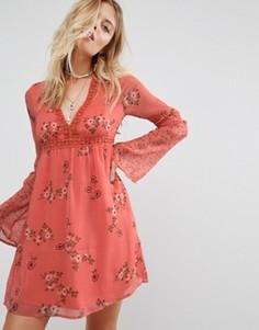 Свободное платье с принтом Abercrombie & Fitch - Розовый