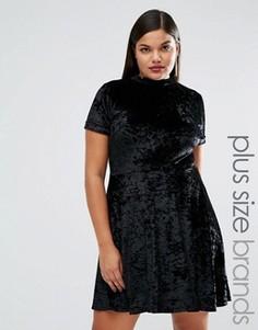 Короткое приталенное платье из мятого бархата с короткими рукавами Club L Plus - Черный