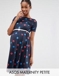 Короткое приталенное платье в горошек для беременных с поясом ASOS Maternity PETITE - Мульти