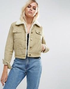Укороченная вельветовая куртка песочного цвета с воротником и подкладкой из искусственного меха ASOS - Stone
