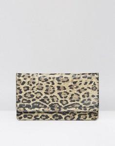 Клатч с леопардовым принтом ASOS - Мульти