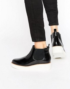 Лакированные ботинки на платформе Monki - Черный