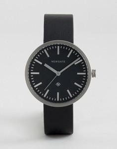 Часы с серебристым циферблатом и черным кожаным ремешком Newgate Drummer - Черный