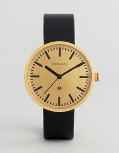 Часы с кожаным ремешком и золотистым циферблатом Newgate Drummer - Черный