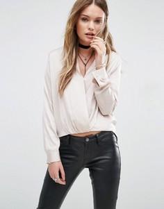 Блузка с перекрученной отделкой спереди Glamorous - Кремовый