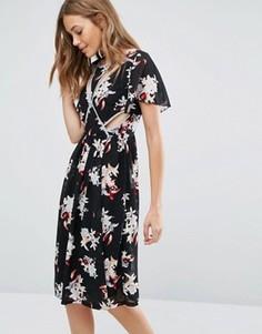 Платье миди с принтом и вырезом Boohoo - Мульти