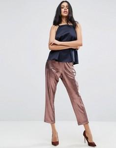 Плиссированные брюки-галифе с эффектом металлик ASOS - Золотой