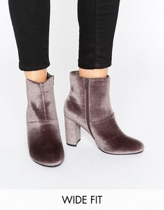 Бархатные ботинки на блочном каблуке для широкой стопы New Look - Коричневый