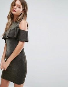 Облегающее платье с открытыми плечами и оборкой New Look - Золотой