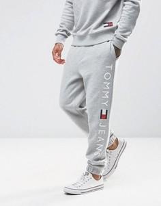 Серые спортивные штаны классического кроя с логотипом Tommy Jeans - Серый