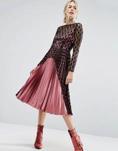 Атласное плиссированное платье миди с контрастным кружевом ASOS - Мульти
