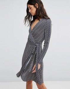 Платье-футляр с зигзагообразным принтом и длинными рукавами Liquorish - Серый