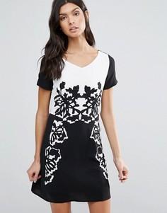 Цельнокройное платье с черно-белым принтом Pussycat London - Черный