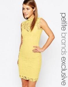 Кружевное платье с высокой горловиной и вырезом сзади Paper Dolls Petite - Желтый