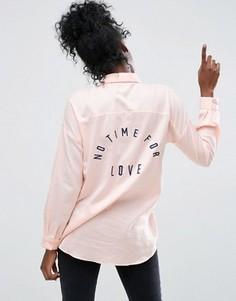 Саржевая рубашка бойфренда с вышитым логотипом сзади ASOS - Розовый