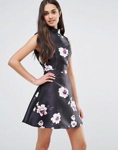 Приталенное платье с цветочным принтом Girl In Mind - Черный