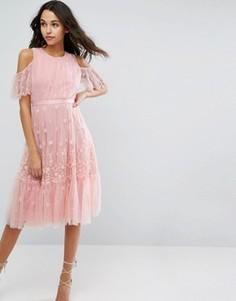 Платье миди с вышивкой и открытыми плечами Needle & Thread - Розовый