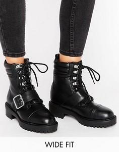 Байкерские ботинки в стиле 90-х для широкой стопы с пряжками New Look - Черный