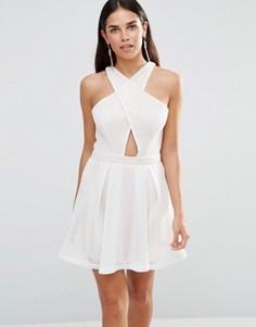 Короткое приталенное платье с перекрестным передом Girl In Mind Kristy - Белый
