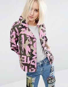 Камуфляжная куртка со сплошным принтом букв ASOS - Мульти