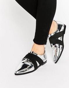 Остроносые туфли на плоской подошве ASOS MOTOR - Серебряный